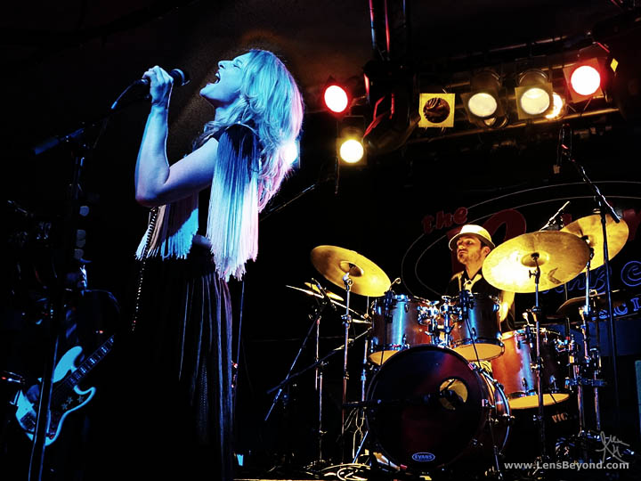 Heather Findlay and Alex Cromarty on drums