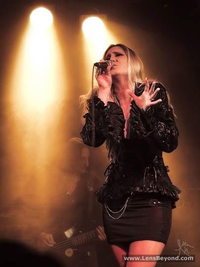 Olivia Sparnenn singing