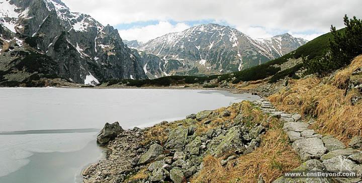 Path beside Zarny Staw Pod Rysami