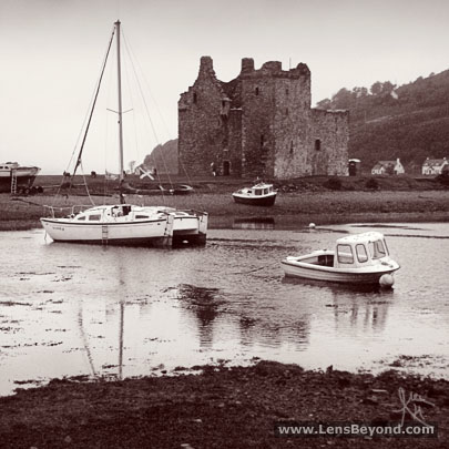 Ruin of Lochranza Castle, with Loch Ranza and boats in the foreground