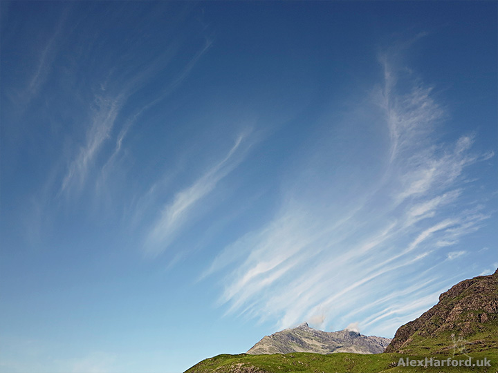 Photo of blue sky, wispy clouds and Sgurr na Stri summit