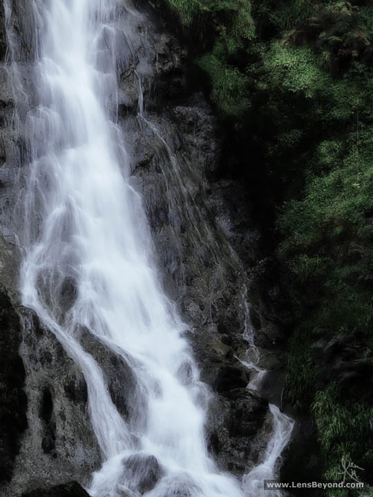 Photo closeup of Grey Mare's Tail Waterfall