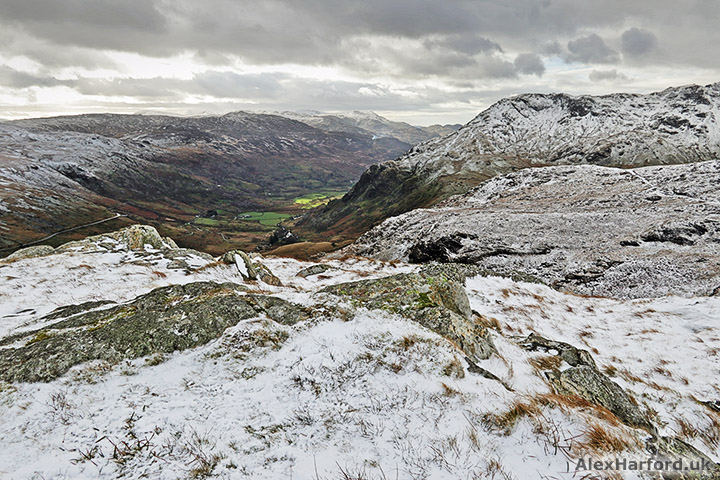 Looking from a snowy Moel Berfedd to Hafod Rhisgl in the valley